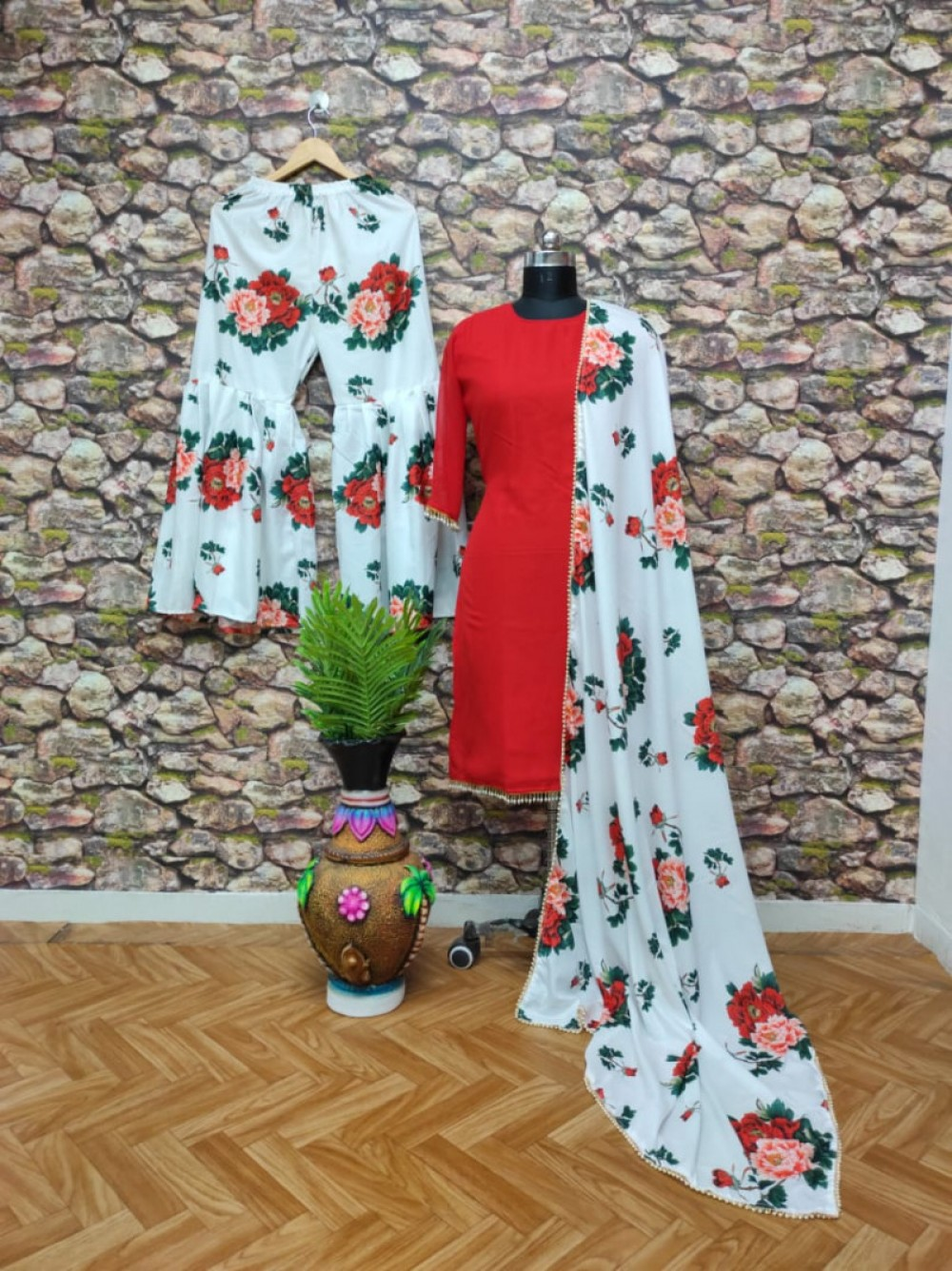 desingner kurti plazo  red  colour