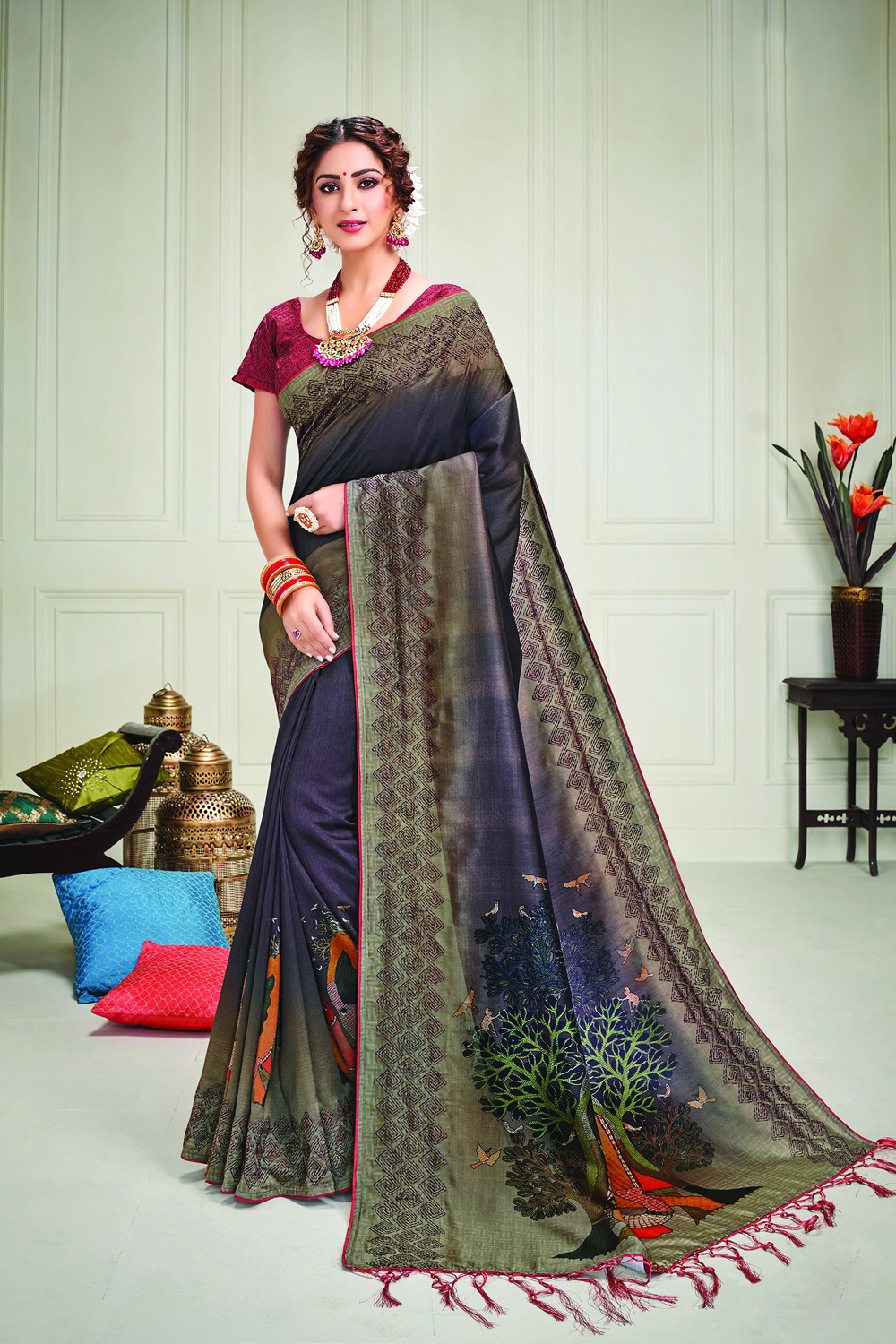 Emit a radiance of a graceful Indian woman in this particularly divine piece spruced with kalamkari-inspired print on the short pallu and kantha details  Drape It in a free-falling pallu drape to look ethereal