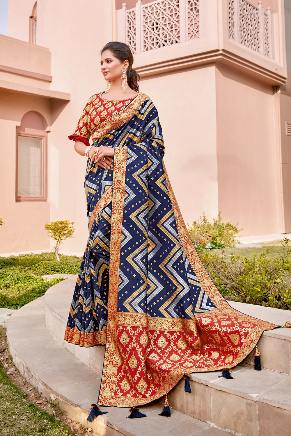 Chevron-weaved saree in the royal color -blue with a detailed and appealing short pallu