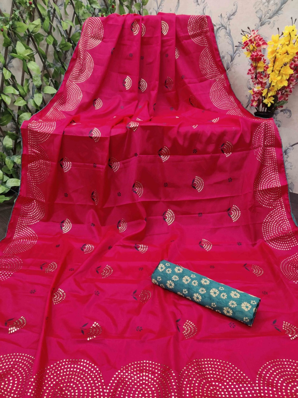Trendy Store Women s Stone work embellished pattern Saree with contrast Jacquard art silk Blouse