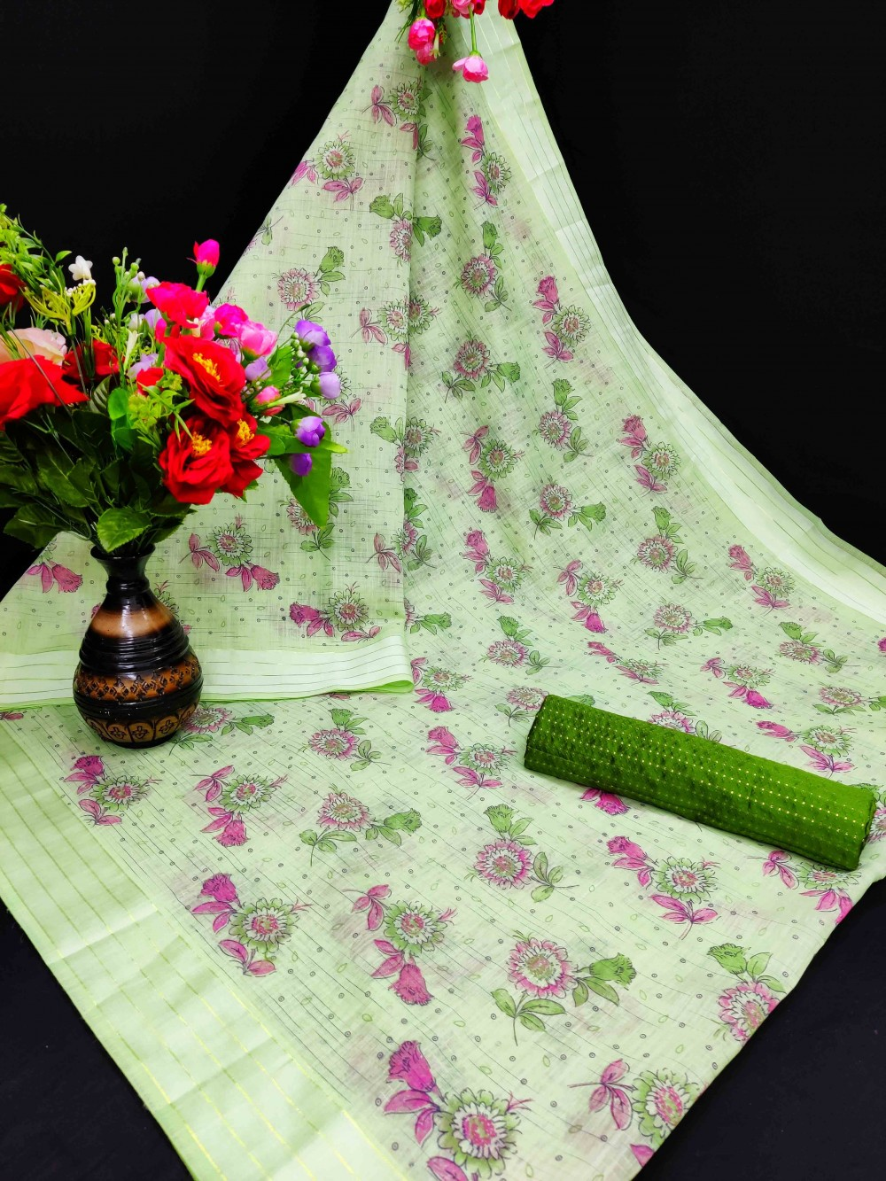 Trendy Store Women s Striped pattern Cotton sari with floral print work  with Contrast color Jacqaurd blouse